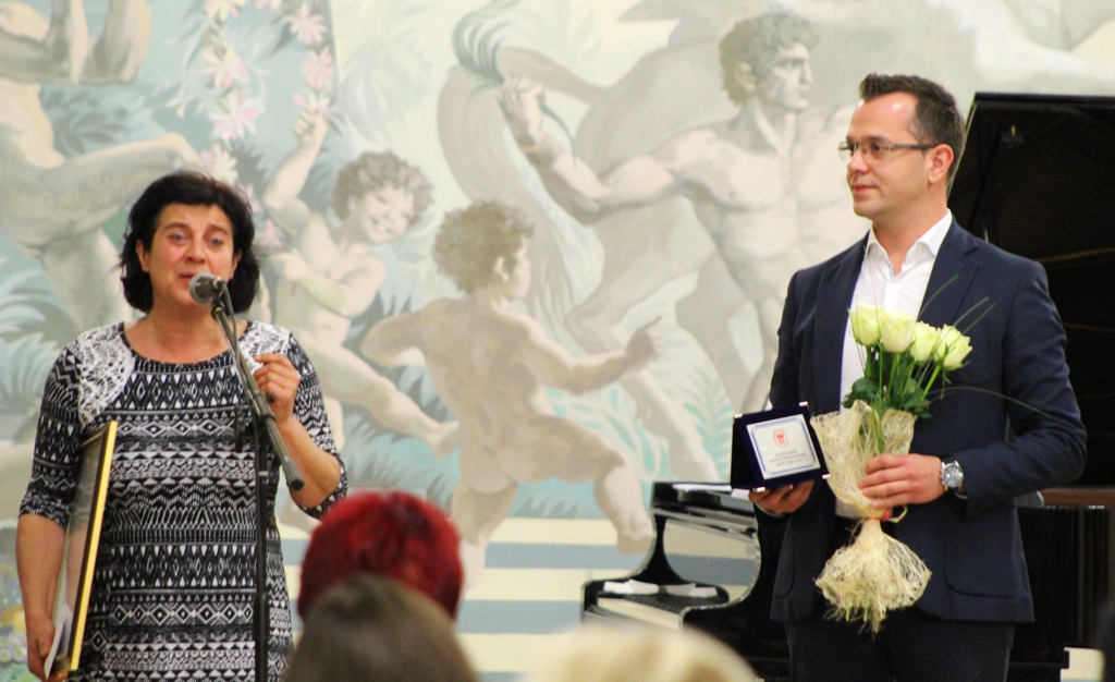 """Камелия Кондова получи Националната литературна награда """"Дора Габе"""""""